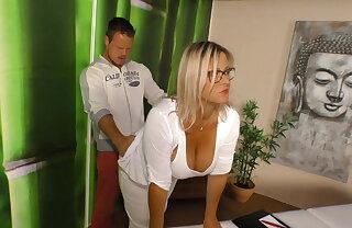 Fraeulein Erika cash in one's chips geile Massage Lehrerin