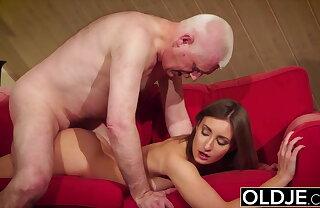 Latitudinarian gives grandpa hard erection, then fucks him